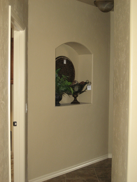 Angled wall with nicho in hallway